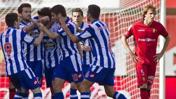 Jugadores del Deportivo celebran un gol.