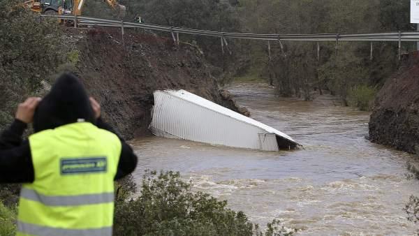 Puente hundido sobre el río Yeguas