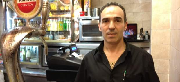 Mario Escribano, camarero de la cervecería Los Toneles