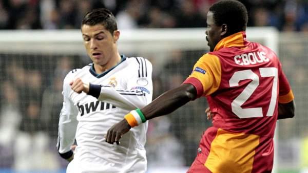 Eboue y Cristiano en el Madrid - Galatasaray