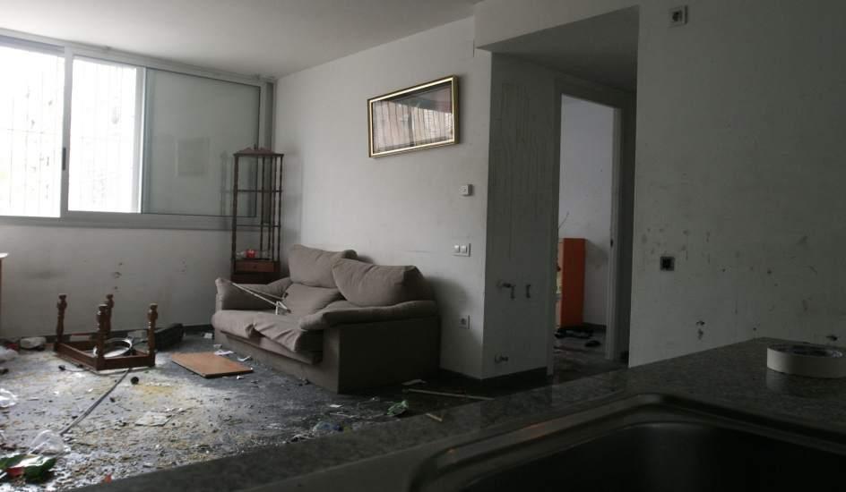 Familias de okupas destrozan varios pisos sociales antes for Pisos proteccion oficial