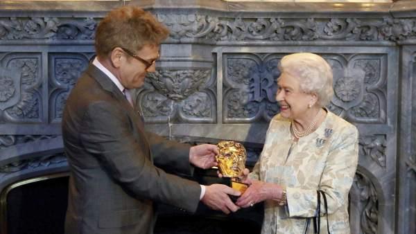 Isabel II recibe un Bafta honorífico