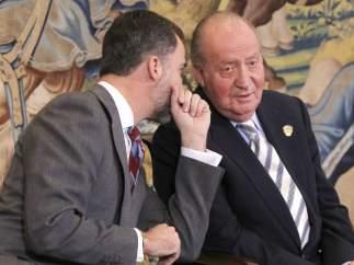 El príncipe Felipe y Juan Carlos I