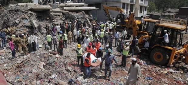Se cae un edificio en la India