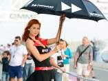 Azafata en el GP de Catar