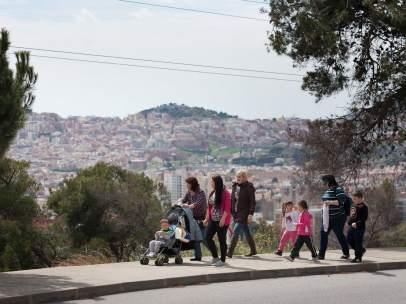 Escolares de camino al colegio.