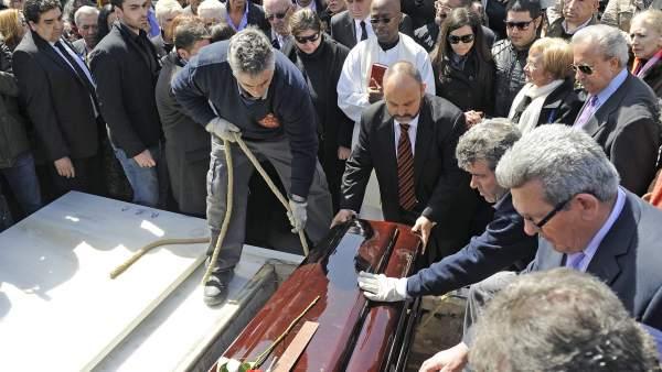 Últimos momentos del entierro