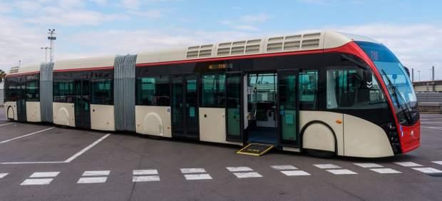 Els nous busos biarticulats que començaran a funcionar al maig a Barcelona.