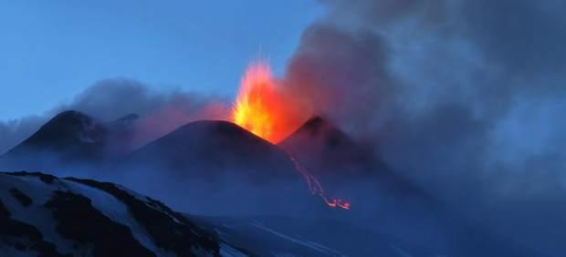 El volcán Etna escupe lava