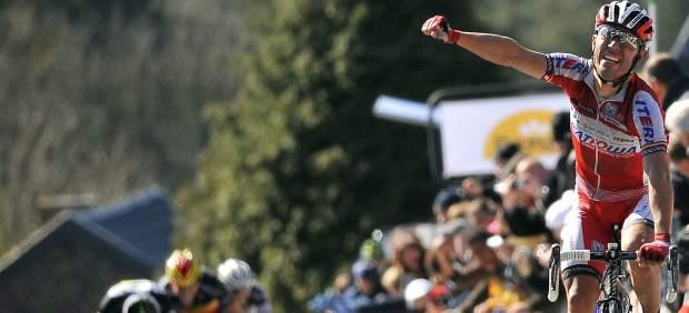 Purito Rodríguez celebra su victoria en la Flecha Valona 2012