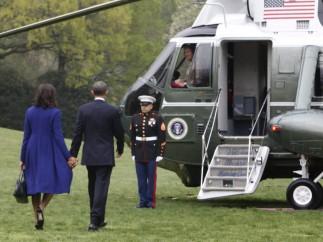 Obama y su esposa viajan a Boston