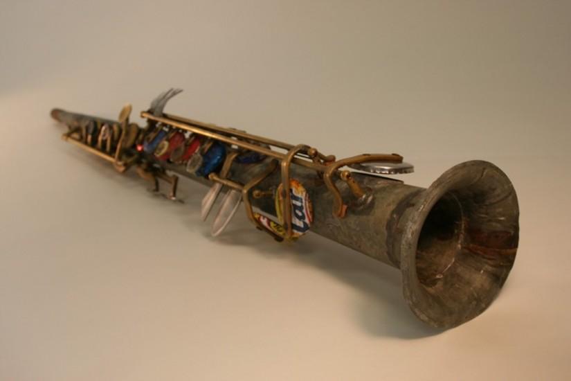 Saxofón fabricado por Nicolás Gómez y Favio Chávez con basura del vertedero de Cateura, en Paraguay
