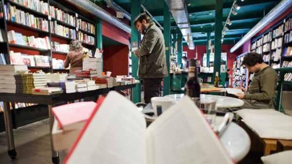 La crisis de lectura y venta de libros choca con el éxito del 'bestseller' de Belén Esteban