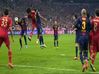 Mano de Alexis ante el Barça