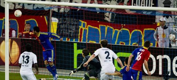 Gol de Moses en el Basilea - Chelsea