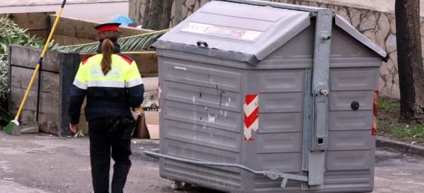 Encuentran un cadáver en un contenedor