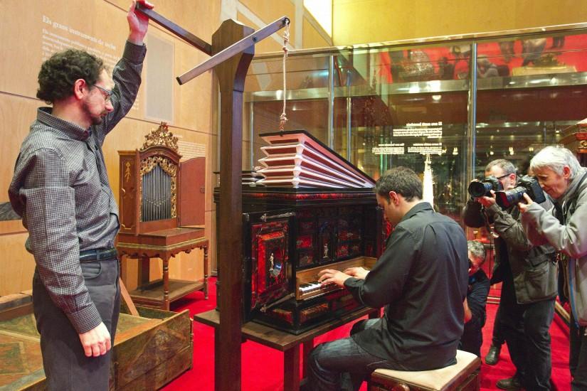 Vuelve a sonar un claviórgano tras 400 años en silencio