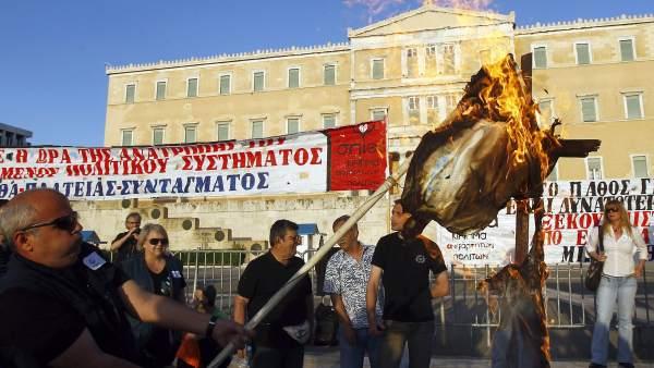 Protestas ante el Parlamento griego