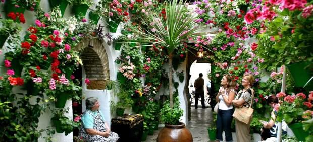 Córdoba se viste de largo y abre la fiesta de sus patios