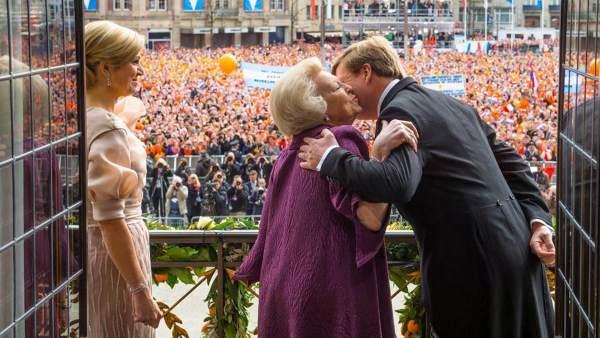 Holanda aclama al rey Guillermo Alejandro