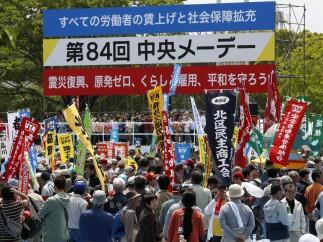 Los trabajadores de Tokio salen a la calle