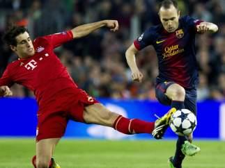 Iniesta y Javi Martínez en el Bayern - Barça