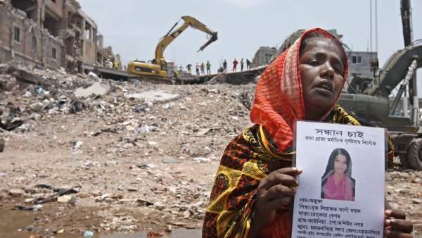 La mitad de las empresas de la fábrica derrumbada de Bangladés no ha pagado un año después