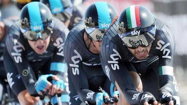 El Sky, durante la crono por equipos del Giro 2013