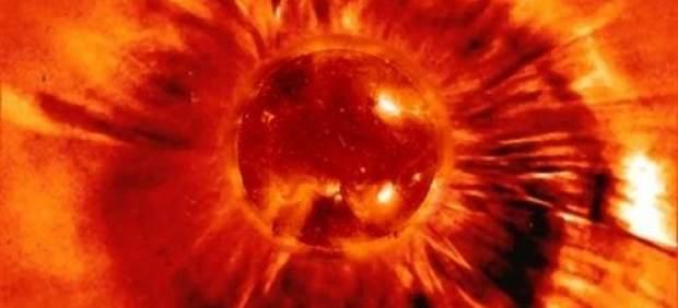 Imagen de una masa de eyección coronal expulsada del Sol.