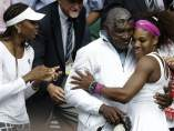 Serena y Venus Williams con su padre, Richard Williams
