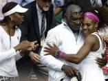 Serena y Venus Williams con su padre, Richard Williams