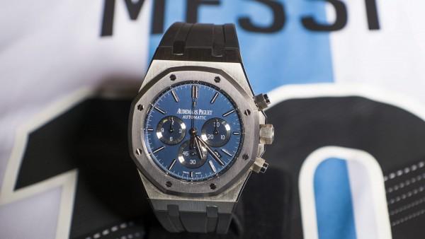 A subasta un reloj diseñado por Messi