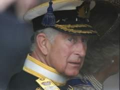 El príncipe Carlos y Camilla, camino del Parlamento inglés
