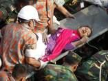 Mujer rescatada en Bangladés