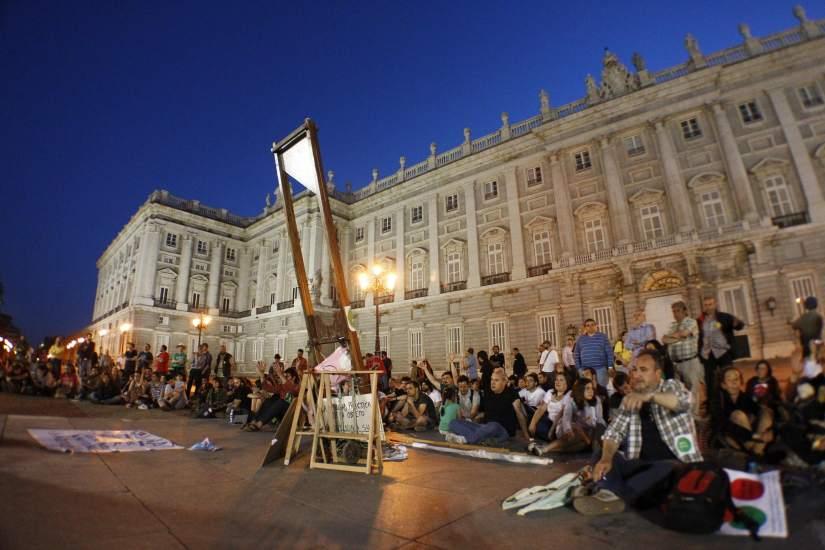 Más de la mitad de los votantes de PP y PSOE no confian en su líderes 120469-825-550