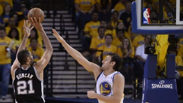Tim Duncan, jugardor de los Spurs de San Antonio