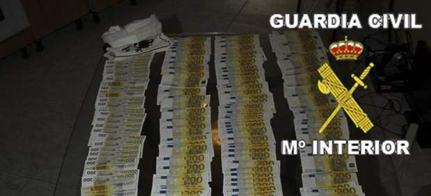 Fotografía facilitada por el Ministerio del Interior del dinero incautado por la Guardia Civil.