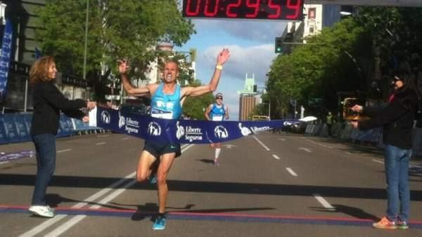 Chema Martínez, ganador de la Carrera Liberty 2013