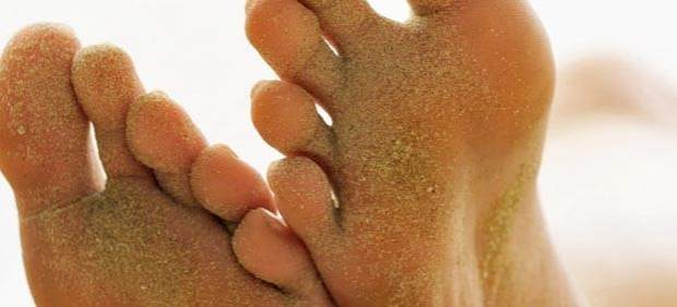 El hongo de las uñas en los pies del medio para el tratamiento es barato