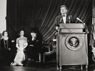 Enrique Meneses - Jacqueline Kennedy escuchando discurso de JFK
