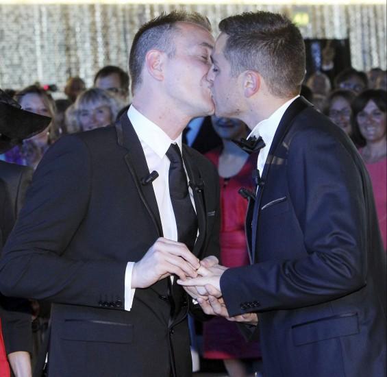 Primer Matrimonio Gay Catolico : Primer matrimonio gay en la historia de francia quot