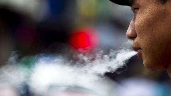 El tabaco provoca la muerte de dos tercios de los fumadores regulares, según alerta la OMS