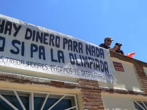 Se encierran en la piscina del lago para protestar contra for Piscina de lago madrid