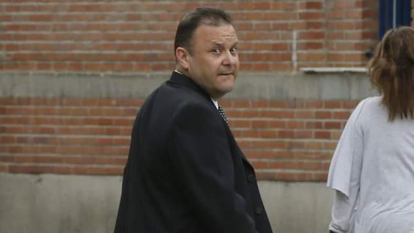 Carlos Viñals, saliendo de los juzgados
