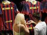 La camiseta de Neymar espera su número