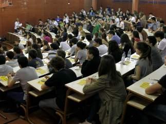 Una de las aulas de la Facultad de Biología de la Universidad de Barcelona en la primera jornada de la Selectividad de 2013.