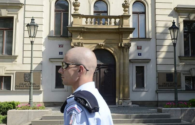 La polic a registra la oficina del primer ministro de la for Ministro de la policia nacional