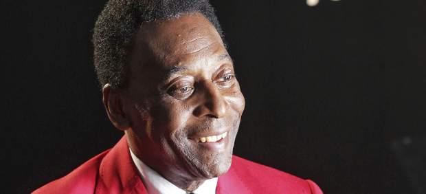 El exfutbolista Pelé deja el hospital tras pasar exámenes por una indisposición estomacal