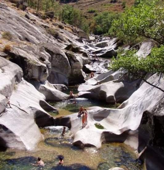 La naturaleza qu mejor piscina for Piscina natural los pilones