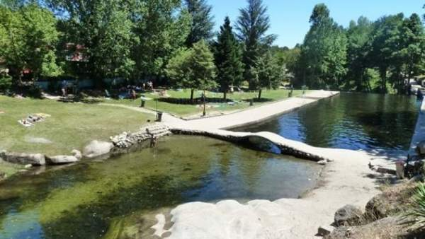 La naturaleza qu mejor piscina for Piscinas naturales candeleda